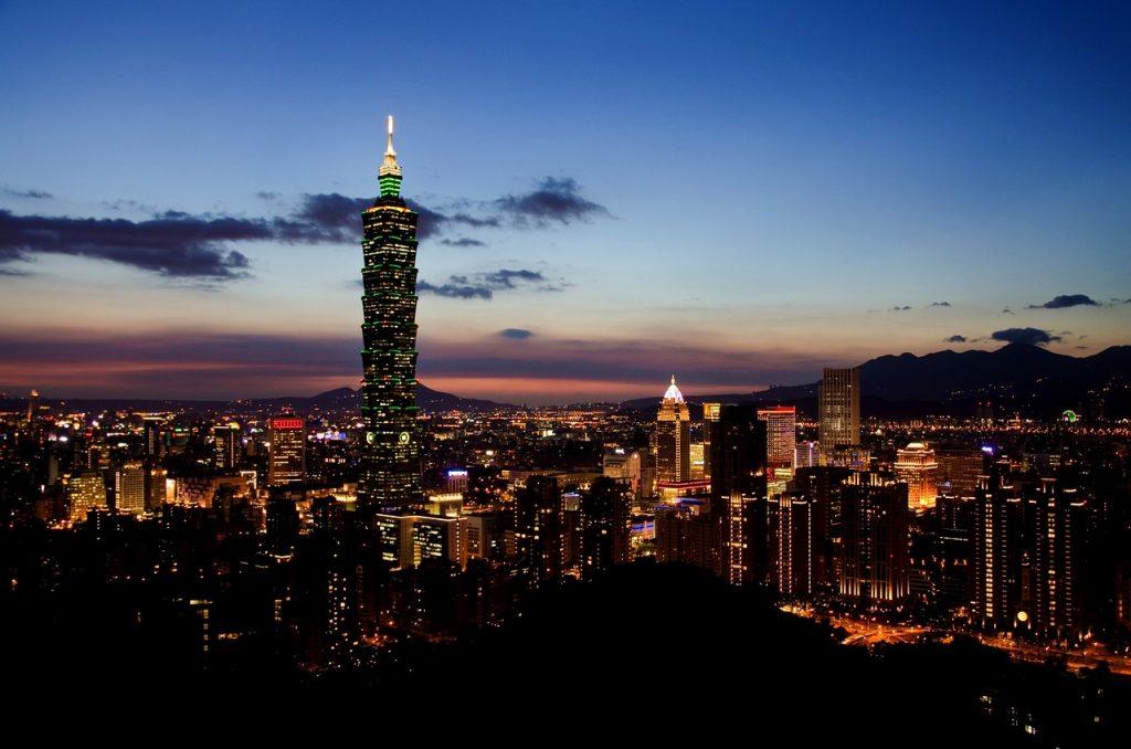 Taipeis Skyline bei Nacht