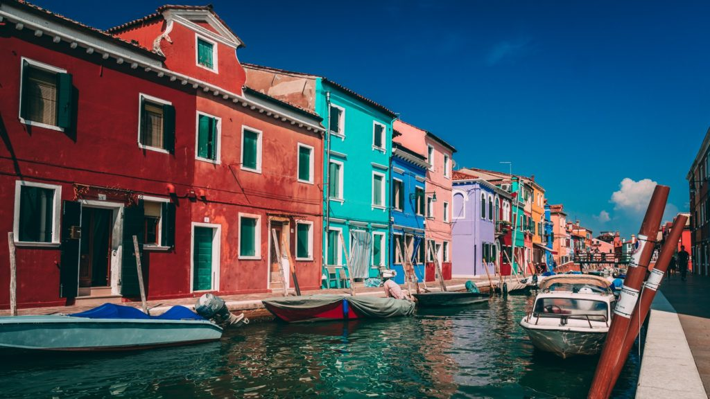 Always worth an excursion: Burano with its colorful houses in the lagoon of Venice