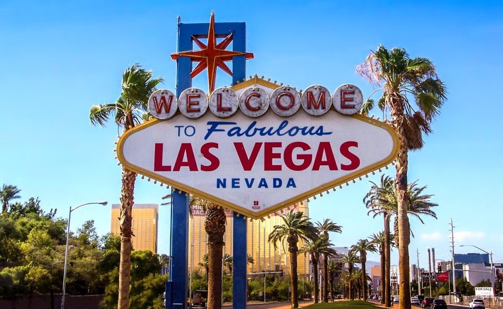 Day or night, fast-paced or slow, Las Vegas is a smorgasbord of activity, food, gambling, and entertainment.