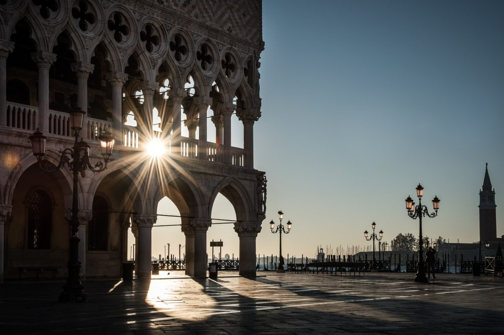 Some sightseeings in Venice should be visited very early in the morning if one wants to look around undisturbed and take pictures