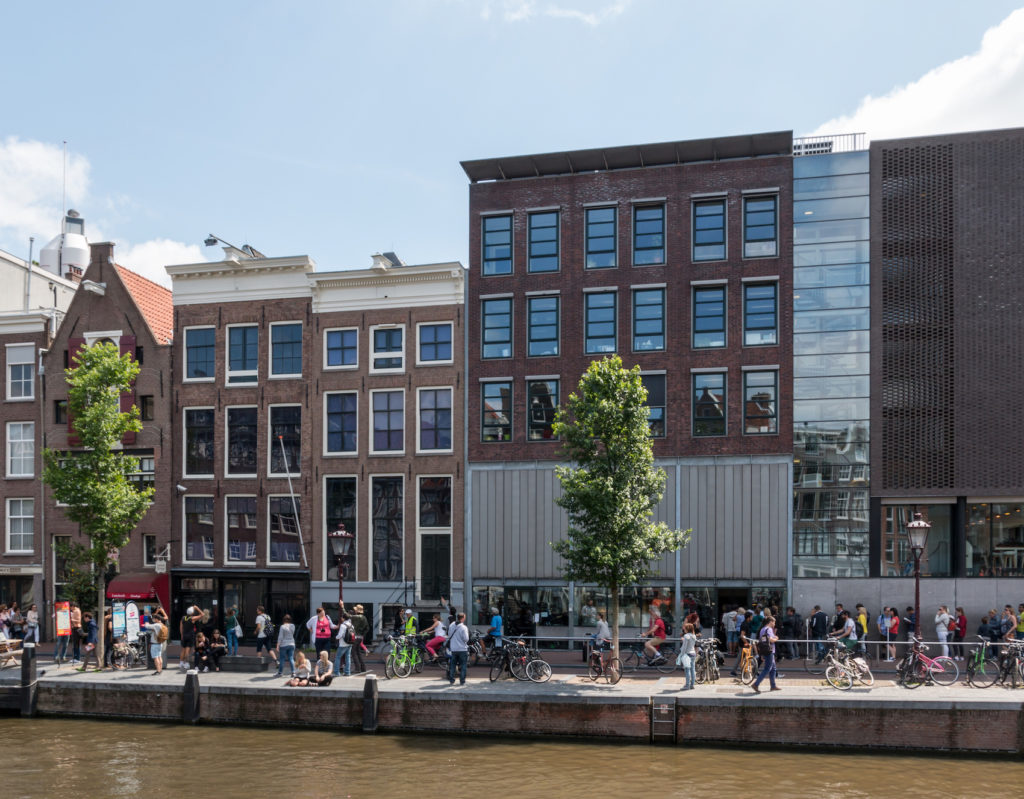 Amsterdam - The queues in front of the Anne Frank house are incredibly long. It is therefore worth reserving tickets well in advance.